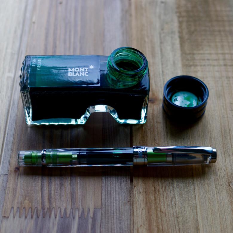 Green TWSBI Diamond 580AL (IF) filled with Montblanc Irish Green