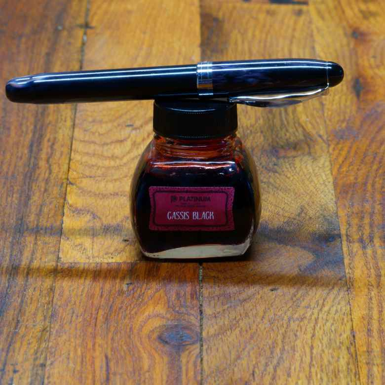 Ivory Darkness Noodler's Ahab (IF) filled with Platinum Classic Cassis Black