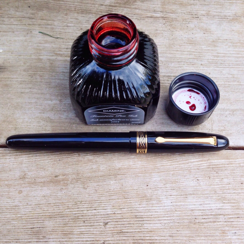 Black Italix Parson's Essential (0.65mm CI) filled with Diamine Red Dragon