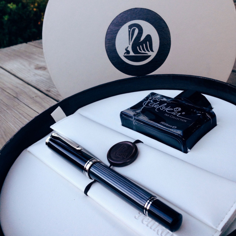 Anthracite Pelikan M805 (Medium) filled with Pelikan Edelstein Onyx